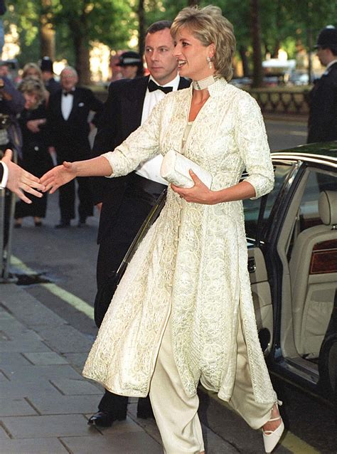 Diana Her Fashion Story Princess Diana S Best Fashion