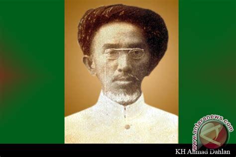 Perangko Edisi 1 Abad Muhammadiyah satu abad muhammadiyah tetaplah pelopor gerakan
