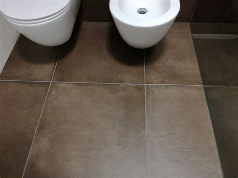 fughe piastrelle bagno applicare fuga fresca mapei nelle fughe bagno instapro