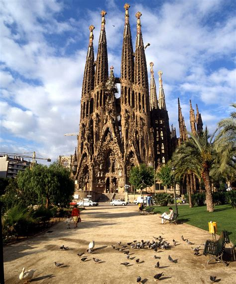 barcelona wallpaper gaudi la sagrada cathedral painting google search labyrinth