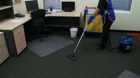 how to start a professional cleaning janitorial services