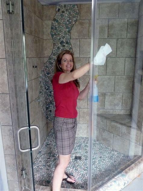 Magic Eraser Glass Shower Door by 1000 Ideas About Shower Door Cleaning On