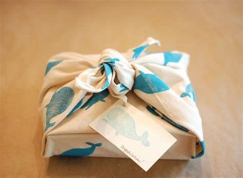 Handmade Gift Wrapping Ideas - gift ideas fabric wrapping paper huffpost