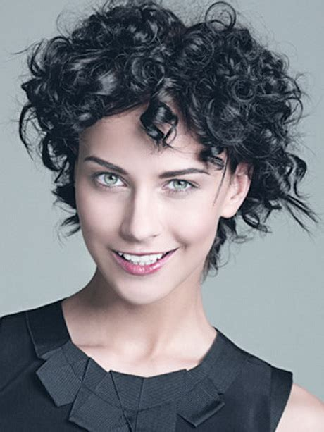kurzhaarfrisuren mit locken damen