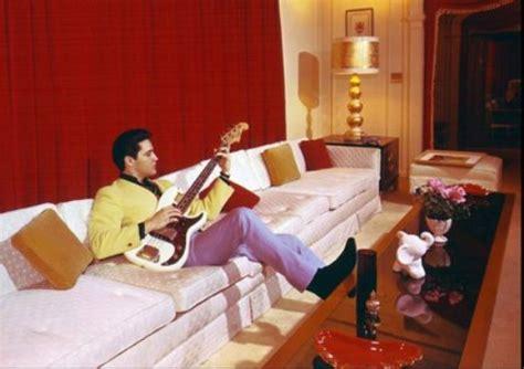 elvis room mansion elvis on in geaceland living room elvisblog