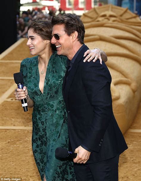 The Mummy's Tom Cruise gives co star Sofia Boutella a kiss   Daily Mail Online