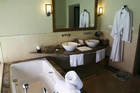 staging bathroom ideas best 25 bathroom staging ideas on pinterest bathroom