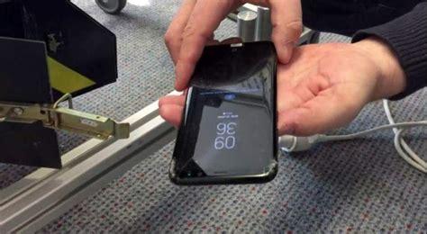 tes jatuh samsung galaxy  buktikan sudut layar ponsel