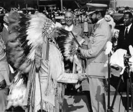 Headdress and buckskin clothing presented selassie with a war bonnet