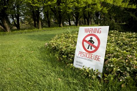 Garden Pesticides by Toxic Lawn Garden Chemicals Pose Risk To Farmworkers And