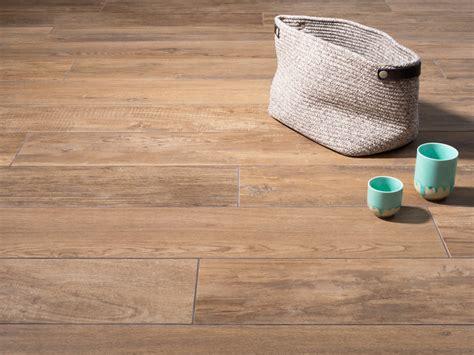 keramik scheune inspiriert wohnzimmer fliesen in holzoptik die beliebtesten holzarten