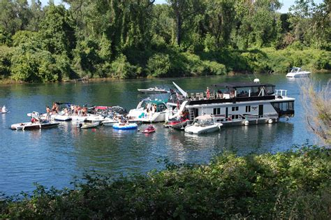 sacramento river boat hotel houseboating on the california delta california delta
