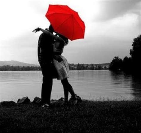 imagenes romanticas de parejas bajo la lluvia im 225 genes rom 225 nticas de besos bajo lluvia