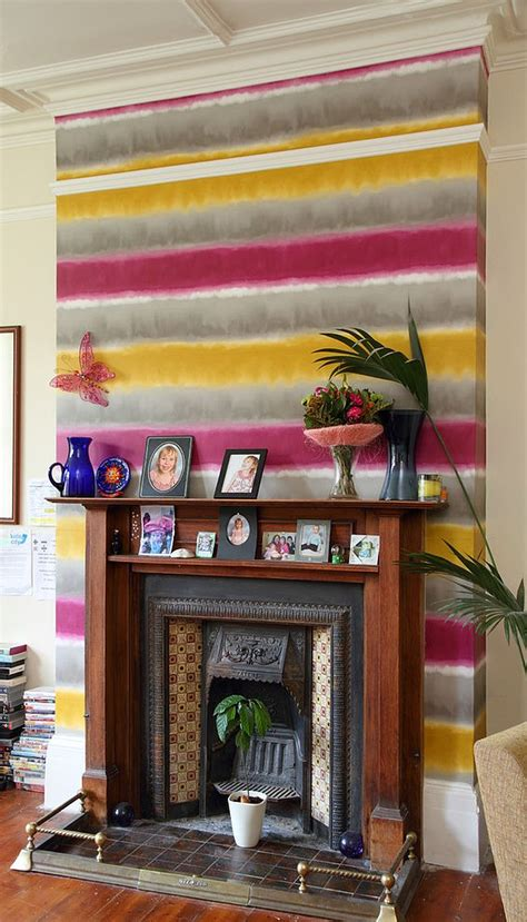 Funky Living Room Wallpaper by 15 Fabulous Living Rooms With Striped Accent Walls