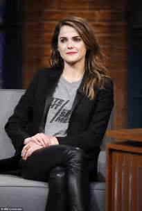 matthew rhys interview seth meyers keri russell wears late night with seth meyers top as she