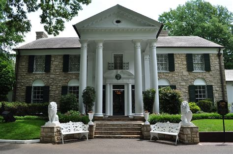 elvis house elvis presleys house graceland memphis tn glamour tour operator