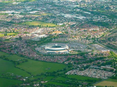 apple england apple unveils its new spaceship style headquarters