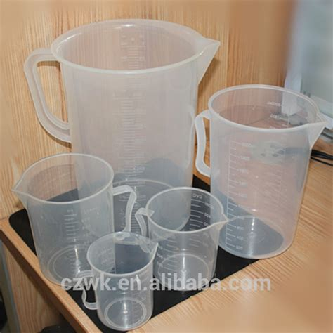 new 2000ml plastic measuring cup with comfortable handle