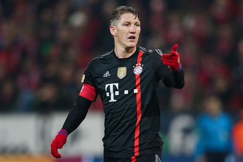 with his contract at bayern munich due to expire in 2011 ribery bastian schweinsteiger not concerned about his contract