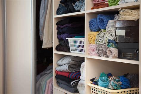 come organizzare cabina armadio come organizzare l armadio fatto in casa da benedetta