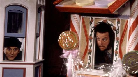 thieves copy home alone 2 plot and pose as shop