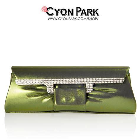 Tas Pesta Clutch Panjang Warna Emas beli tas pesta terbaru ya di cyonpark aja butik
