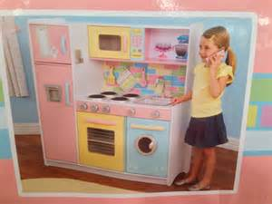 Costco Play Kitchen by Discount Pricing On Kidkraft Deluxe Kitchen Costco Deals