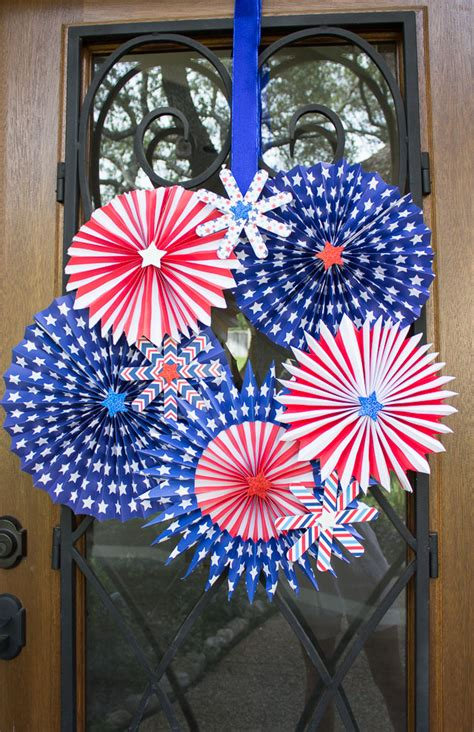 Paper Fireworks Crafts - 4th of july wreath design improvised