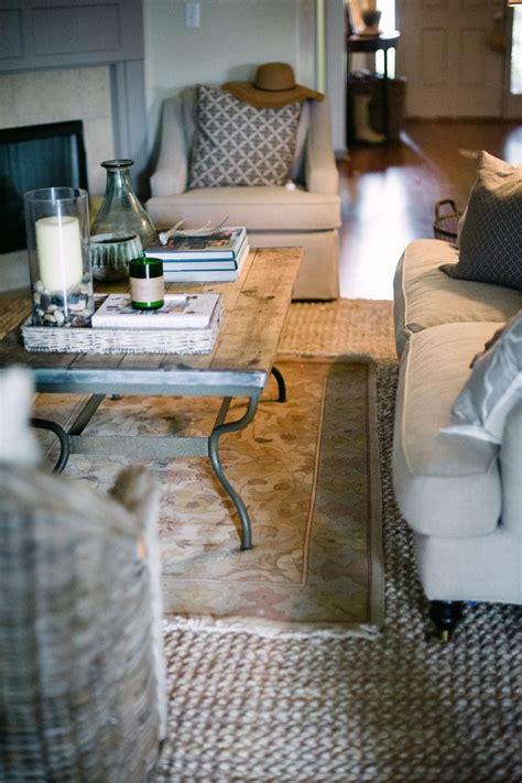2 vloerkleden aan elkaar maken 5 tips voor het kiezen van het perfecte vloerkleed roomed