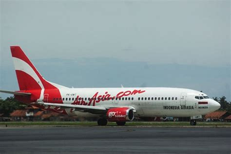 airasia contact airasia flight with 162 people on board losses contact on