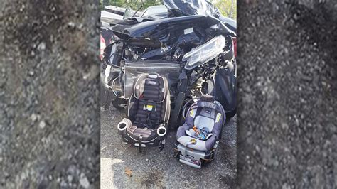 moms viral photo  crash shows  car seats