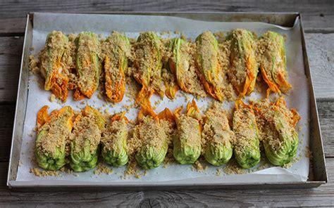fiori di zucca ricette al forno fiori di zucca al forno secondo piatto stuzzicante