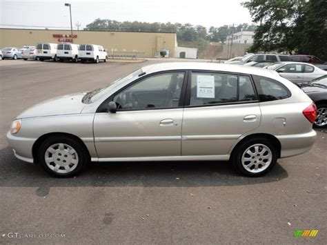 kia hatchback 2002 light silver 2002 kia cinco hatchback exterior photo