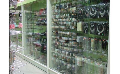 arredamento negozio bigiotteria vetrine e banconi per negozi cagliari azeta arredamenti
