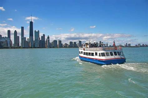 boat cruise on chicago river explore your world and see america from the water on boat
