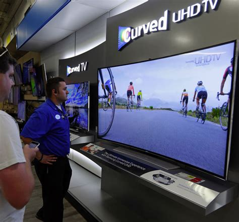 mitsubishi 92 inch tv for sale tv buyers are moving up to 65 inch screens the seattle times
