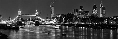 photo  tower bridge  city skyline  black  white