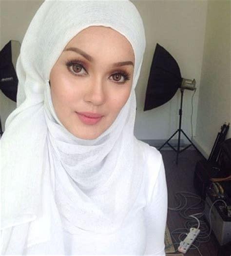Tas Exper Cantik foto cantik dan stylish gaya aktris malaysia uqasha senrose