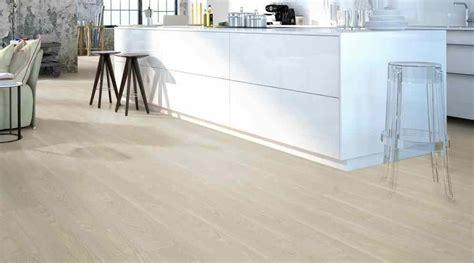pavimento vinilico pavimenti vinilici a click 16 99 pavimento vinilico a
