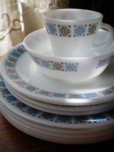 corningware pattern history pyrex plates and chelsea on pinterest