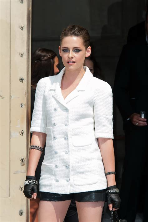 vicid celeb kristen stewart leggy wearing a black shorts at the chanel