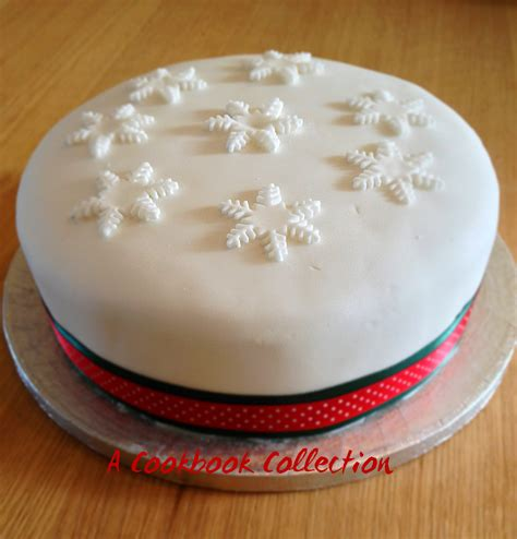 delia s classic christmas cake a cookbook collection