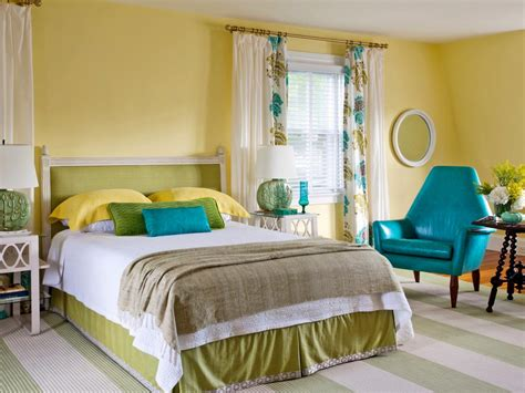 Green And Yellow Bedroom by 15 Cheery Yellow Bedrooms Bedrooms Bedroom Decorating