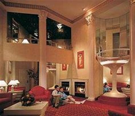 poconos themed hotel there totally is sex in this chagne room see more