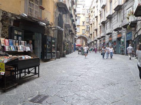 libreria piazza dante napoli da piazza dante a alba una passeggiata tra libri e