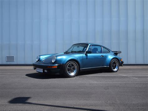 porsche old 911 bill gates old porsche 911 turbo goes under the hammer