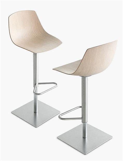 taburetes minimalistas los tres nuevos taburetes de lapalma interiores minimalistas