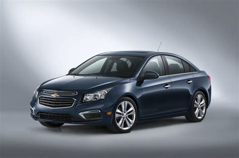 coverlet cruze refreshed 2015 chevy cruze vs all new chevy cruze gm