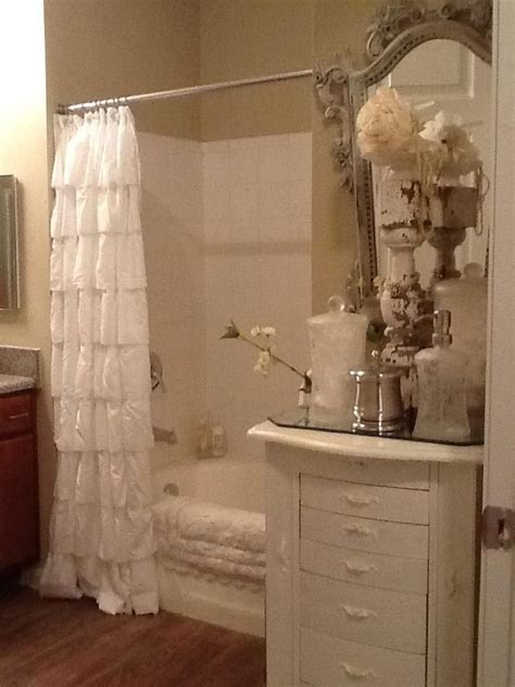shabby chic small bathroom 25 best ideas about chic bathrooms on shabby