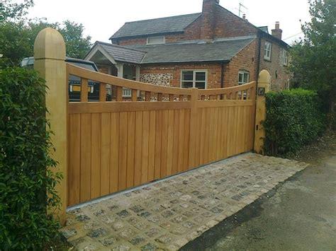 einfahrt gate designs holz 326 besten driveway gates bilder auf